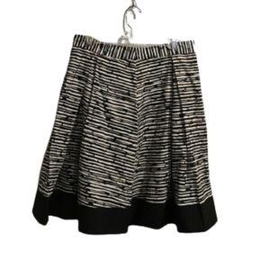 Vince Camuto black & cream pattern skirt